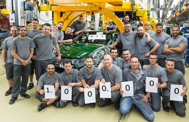 One-Millionth-Porsche-911-Carrera-S-in-production-team