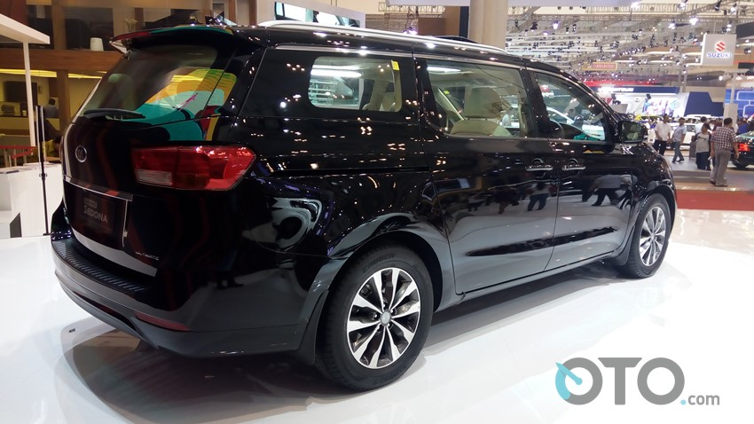 GIIAS 2017 Kia Grand Sedona (3)