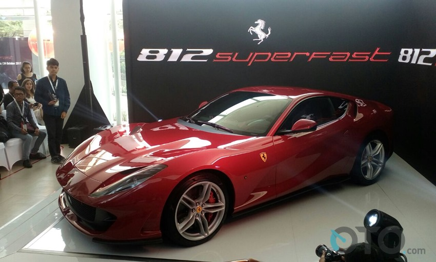 Ferrari 812 Superfast 2017 (1)