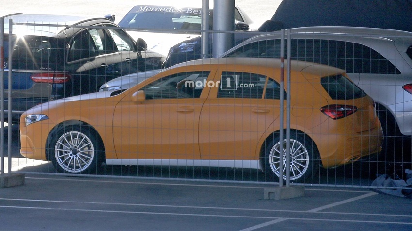 2018-mercedes-a-class-without-camouflage-spy-photo (1)